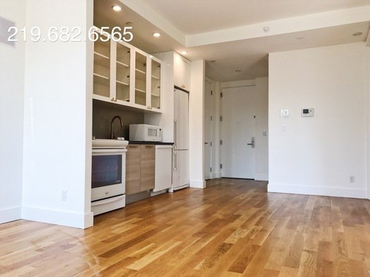 2 Bedrooms, Williamsburg Rental in NYC for $3,300 - Photo 2