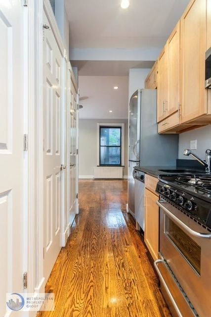 3 Bedrooms, Hell's Kitchen Rental in NYC for $5,073 - Photo 2