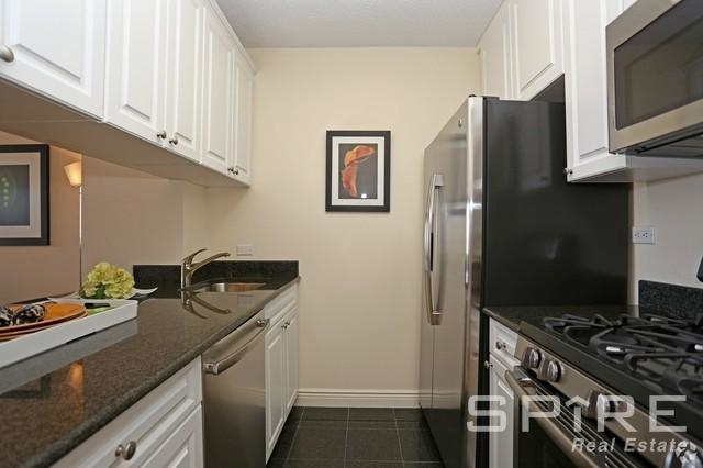 3 Bedrooms, Yorkville Rental in NYC for $4,270 - Photo 2