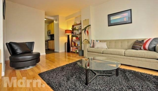 3 Bedrooms, Turtle Bay Rental in NYC for $5,200 - Photo 2