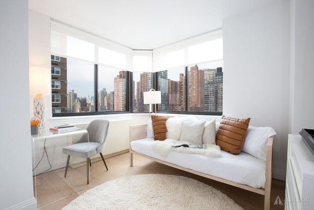 3 Bedrooms, Yorkville Rental in NYC for $4,477 - Photo 2