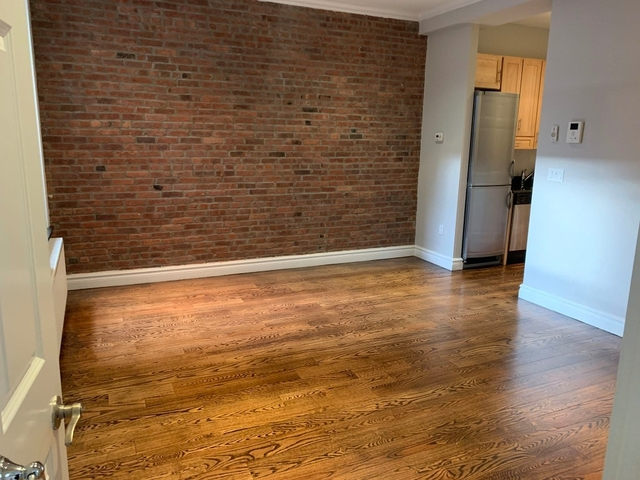 4 Bedrooms, Hell's Kitchen Rental in NYC for $5,070 - Photo 2