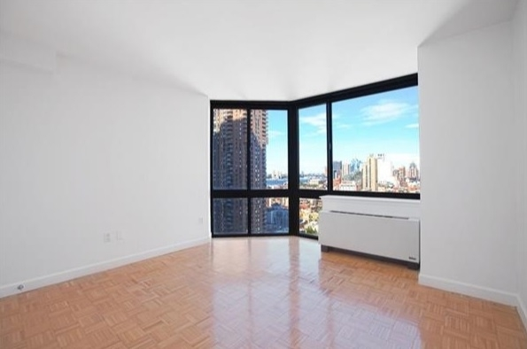 3 Bedrooms, Hell's Kitchen Rental in NYC for $4,489 - Photo 2