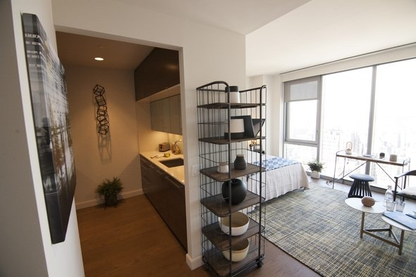 1 Bedroom, Chelsea Rental in NYC for $5,275 - Photo 2
