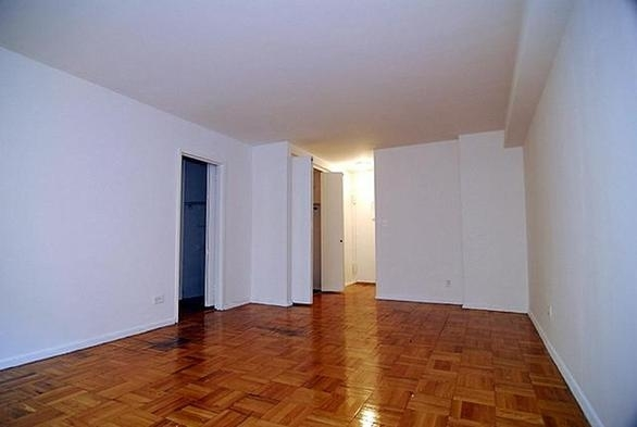 Studio, Carnegie Hill Rental in NYC for $2,575 - Photo 2