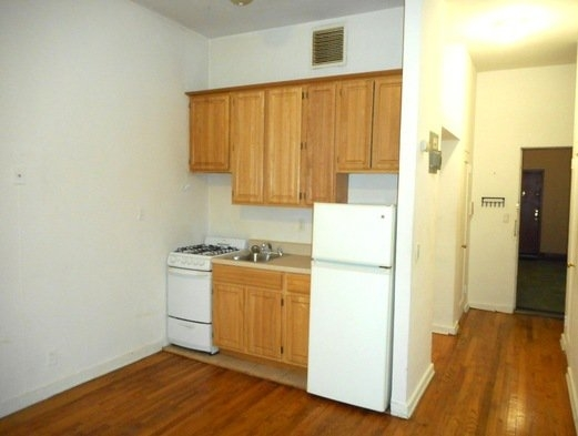 Studio, East Village Rental in NYC for $2,195 - Photo 2