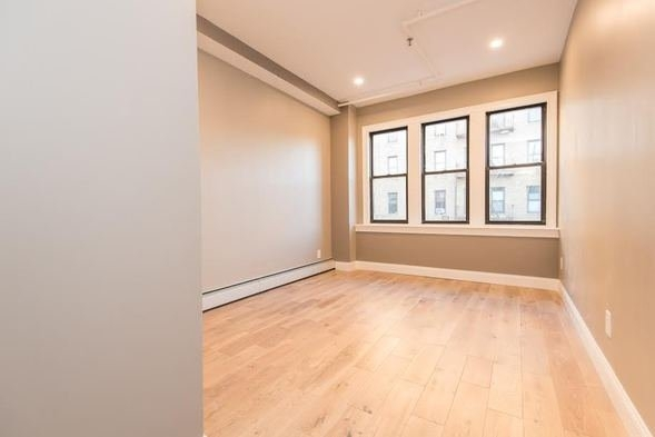 2 Bedrooms, Sunnyside Rental in NYC for $2,470 - Photo 2