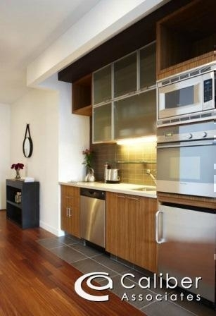 Studio, Theater District Rental in NYC for $2,740 - Photo 2