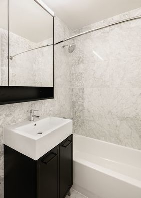 Studio, Financial District Rental in NYC for $3,488 - Photo 2