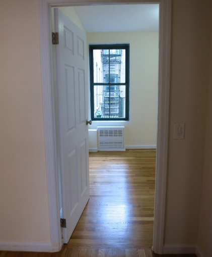 2 Bedrooms, Yorkville Rental in NYC for $3,075 - Photo 2