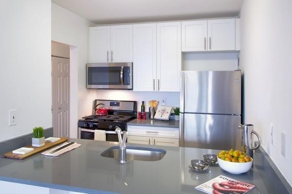 2 Bedrooms, Newport Rental in NYC for $3,865 - Photo 1