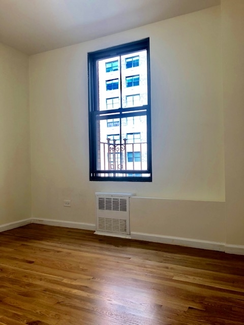 2 Bedrooms, Civic Center Rental in NYC for $3,070 - Photo 2