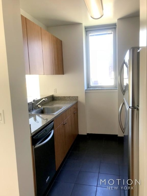 1 Bedroom, Hell's Kitchen Rental in NYC for $3,100 - Photo 2