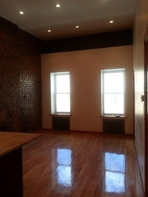 2 Bedrooms, North Slope Rental in NYC for $3,399 - Photo 2