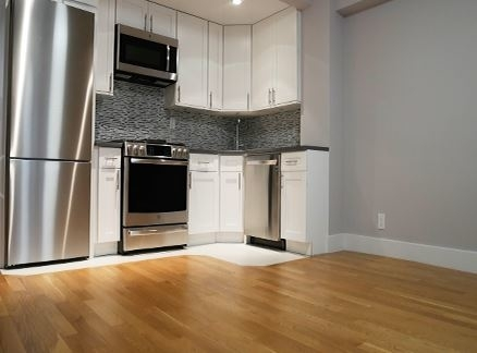 3 Bedrooms, Turtle Bay Rental in NYC for $5,795 - Photo 1