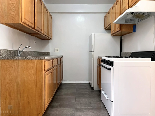2 Bedrooms, Jackson Heights Rental in NYC for $2,349 - Photo 1