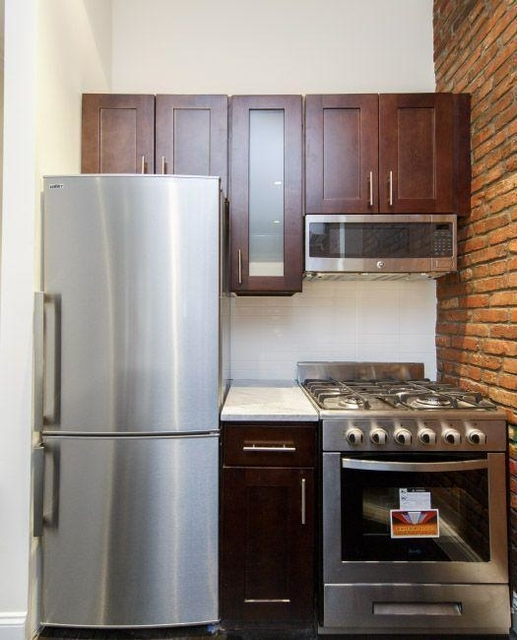 3 Bedrooms, Yorkville Rental in NYC for $4,013 - Photo 1