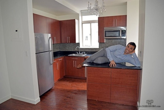 3 Bedrooms, Financial District Rental in NYC for $3,300 - Photo 2