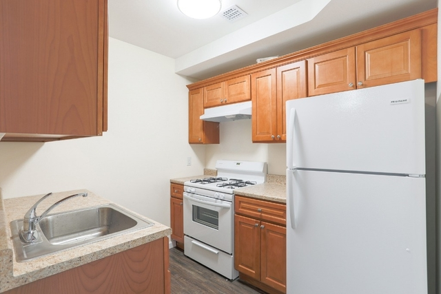 2 Bedrooms, Seaside Rental in NYC for $2,000 - Photo 2