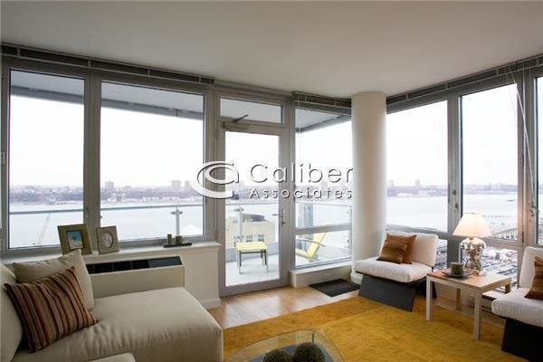 2 Bedrooms, Hell's Kitchen Rental in NYC for $5,550 - Photo 1