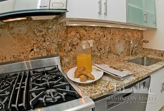 2 Bedrooms, Yorkville Rental in NYC for $3,797 - Photo 2