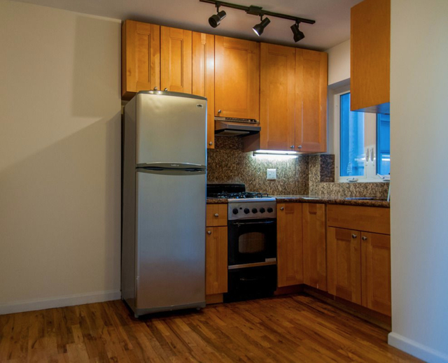 2 Bedrooms, Williamsburg Rental in NYC for $1,749 - Photo 1