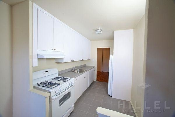 1 Bedroom, Rego Park Rental in NYC for $1,875 - Photo 2