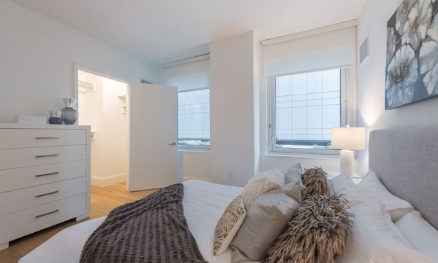 3 Bedrooms, Hell's Kitchen Rental in NYC for $5,534 - Photo 2