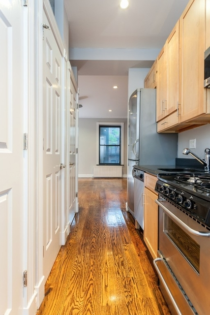 3 Bedrooms, Hell's Kitchen Rental in NYC for $4,995 - Photo 2