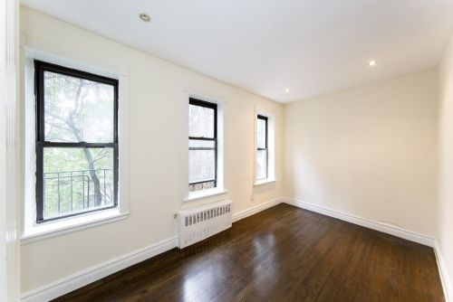 1 Bedroom, Yorkville Rental in NYC for $2,333 - Photo 2