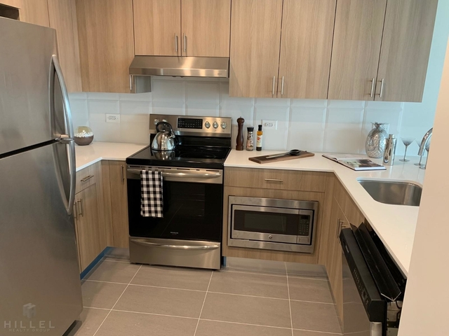 Studio, Hunters Point Rental in NYC for $2,222 - Photo 2