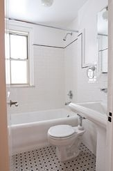 2 Bedrooms, Little Italy Rental in NYC for $4,600 - Photo 2