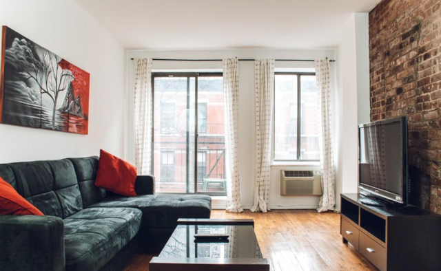 2 Bedrooms, Yorkville Rental in NYC for $3,400 - Photo 2