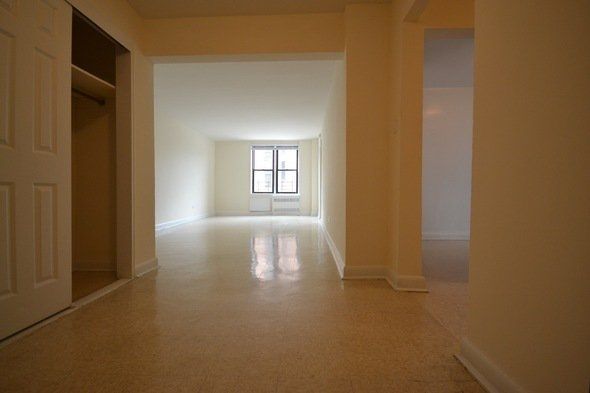2 Bedrooms, Flushing Rental in NYC for $2,240 - Photo 2