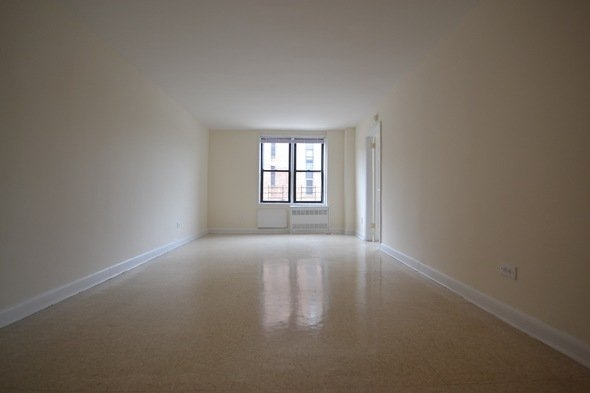 2 Bedrooms, Flushing Rental in NYC for $2,240 - Photo 1