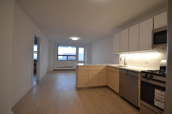2 Bedrooms, Rego Park Rental in NYC for $2,550 - Photo 2