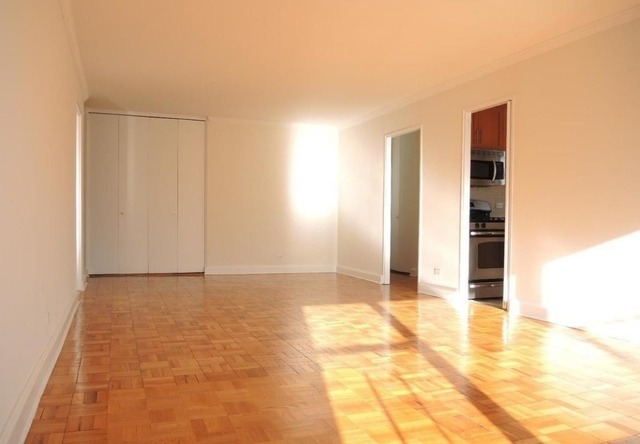 3 Bedrooms, Yorkville Rental in NYC for $5,180 - Photo 2