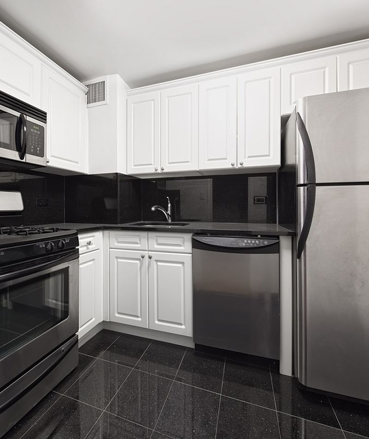 1 Bedroom, Yorkville Rental in NYC for $3,326 - Photo 2
