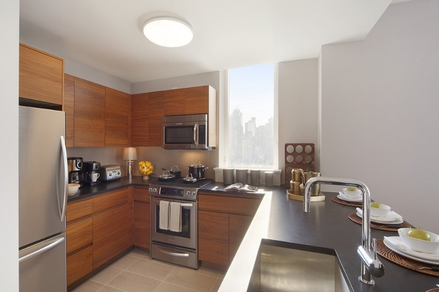 3 Bedrooms, Hell's Kitchen Rental in NYC for $7,195 - Photo 2