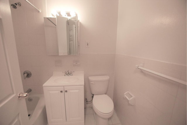 2 Bedrooms, Roosevelt Island Rental in NYC for $3,195 - Photo 2
