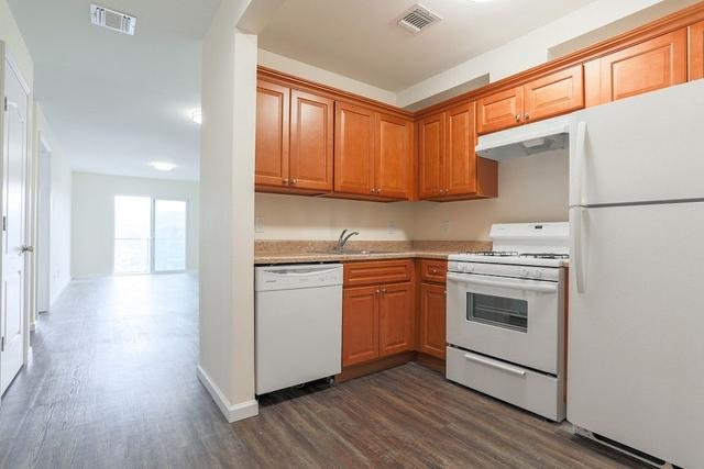 1 Bedroom, Rockaway Beach Rental in NYC for $1,650 - Photo 2