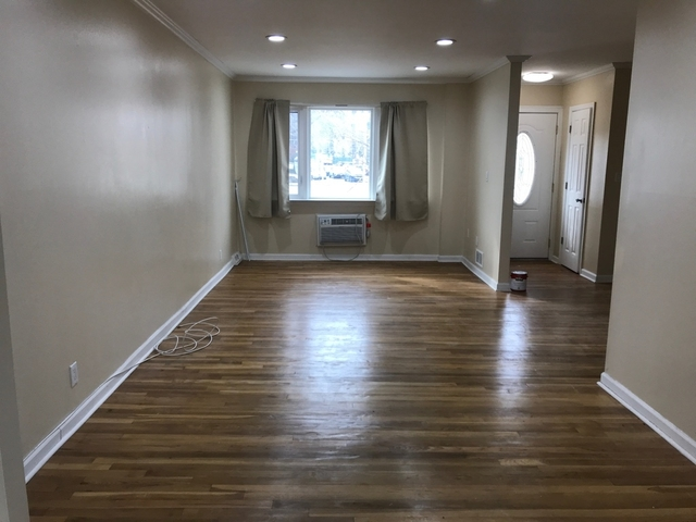 3 Bedrooms, Forest Hills Rental in NYC for $2,750 - Photo 2