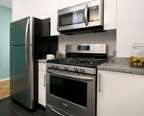 Studio, Hell's Kitchen Rental in NYC for $2,952 - Photo 2