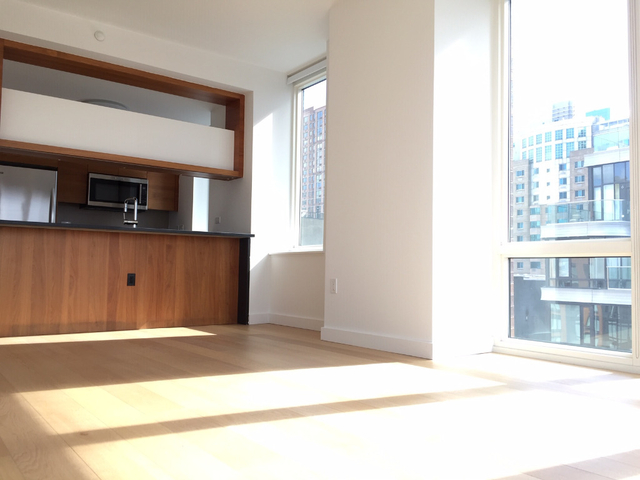 2 Bedrooms, Hell's Kitchen Rental in NYC for $5,825 - Photo 2