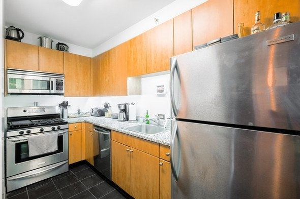 Studio, Hunters Point Rental in NYC for $2,406 - Photo 2