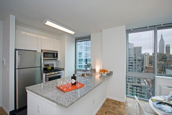 1 Bedroom, Hell's Kitchen Rental in NYC for $4,008 - Photo 2