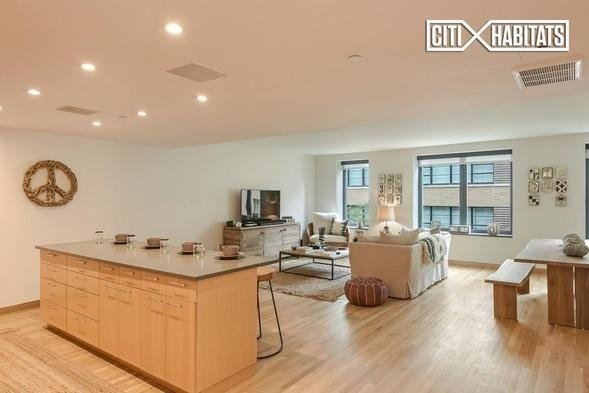 2 Bedrooms, SoHo Rental in NYC for $10,000 - Photo 2