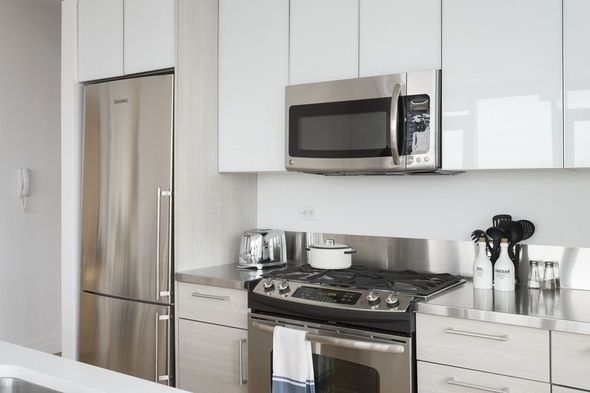 1 Bedroom, Hell's Kitchen Rental in NYC for $3,260 - Photo 2