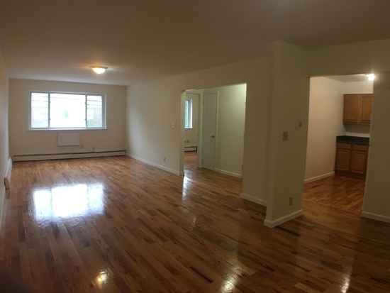 3 Bedrooms, Throgs Neck Rental in NYC for $2,300 - Photo 1