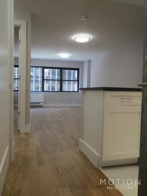 3 Bedrooms, Turtle Bay Rental in NYC for $5,665 - Photo 2